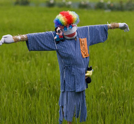 funny_scarecrows_01