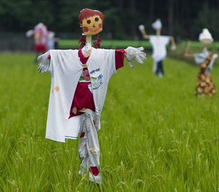 funny_scarecrows_05